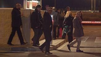 Josep Rull saludant a la sortida de la presó d'Estremera, on continuen tancats Oriol Junqueras i Joaquim Font