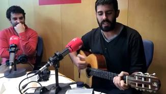 """""""Davant de tot, sóc anti-tot"""", la nova cançó de l'Adrià Salas"""