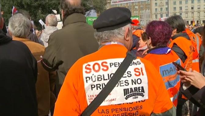 Marea de pensionistes a Barcelona per denunciar la pèrdua del poder adquisitiu