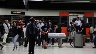 Usuaris de Renfe a l'Estació de Sants, en una de les jornades de vaga dels maquinistes (ACN)