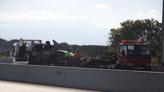 Un dels turismes accidentats a l'A-7 (ACN)