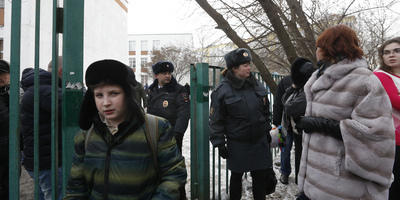 Dos homes morts en un segrest en una escola de Moscou