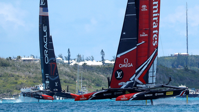 El Team New Zealand i l'Oracle (Foto: Reuters)