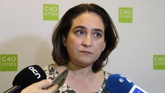 L'alcaldessa Ada Colau atén els mitjans a París (ACN)