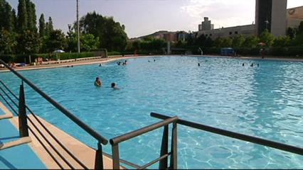 Un nen de 3 anys mor mentre es banyava a la piscina de can for Piscina can drago horarios