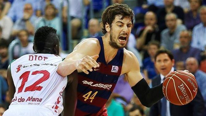 Ante Tomic intenta superar Ilimane Diop (EFE)