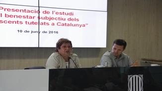 """La consellera de Treball, Afers Socials i Famílies, Dolors Bassa, junt al director de DGAIA, Ricard Calvo, en la presentació de l'estudi """"El benestar subjectiu dels adolescents tutelats a Catalunya"""""""