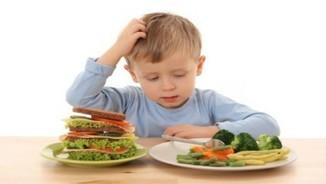Els nens i nenes expliquen què mengen a l'escola i què és saludable