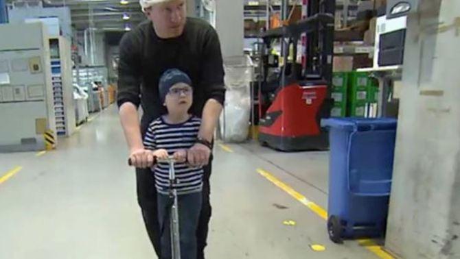 Treballen 3.265 hores extres i les regalen al pare d'un nen amb càncer