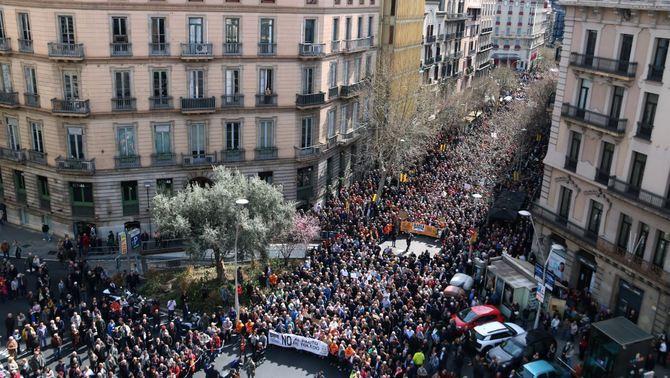 Milers de jubilats prenen els carrers a Catalunya per unes pensions dignes
