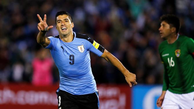 Luis Suárez celebrant un gol amb l'Uruguai (Reuters)