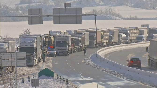 La circulació es restableix a totes les carreteres a l'espera de la pròxima nevada