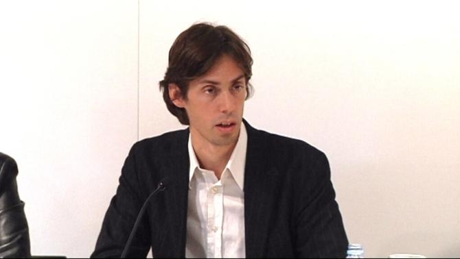 el dirigent de Nova Esquerra Catalana, Pere Almeda, durant l'anunci del nou partit format per dissidents del PSC.