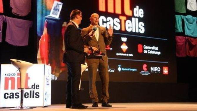 La X Nit de Castells premia la cap de colla Helena Llagostera, els nens del Vendrell i Raül Romeva