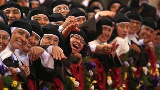 El Papa s'ha trobat amb les monges de clausura carmelites descalces del santuari del Señor de los Milagros (Reuters)