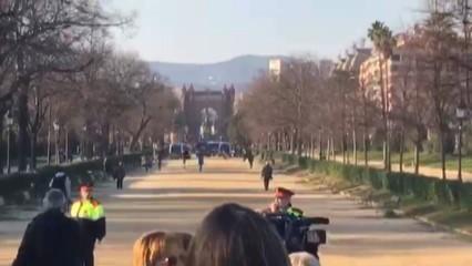Els manifestants concentrats als afores del Parlament aconsegueixen entrar al parc de la Ciutadella