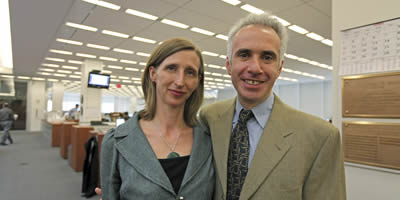 "Ellen Barry i Cliford Levy, dos periodistes del ""The New York Times"" guardonats amb el Pulitzer. (Foto:Reuters)"