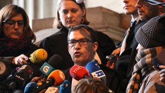 L'advocat de Carles Puigdemont, Jaume-Alonso Cuevillas, durant la compareixença d'ahir després de la vista a Brussel·les (ACN)