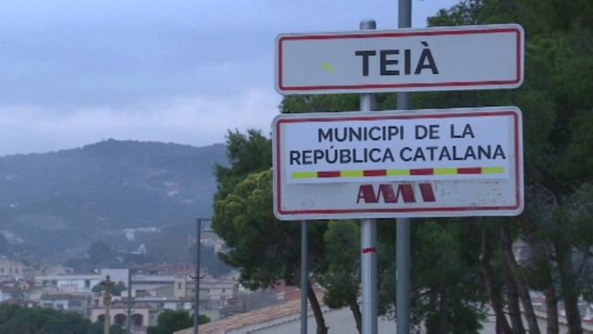 """El Maresme es lleva amb rètols de """"Municipi de la República Catalana"""" als pobles"""