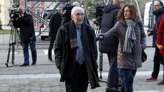 L'extresorer de CDC Daniel Osàcar arribant a l'Audiència de Barcelona per rebre la sentència del cas Palau (ACN)