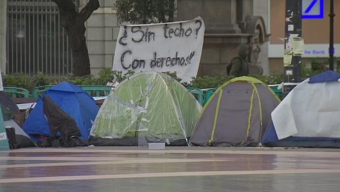 Investiguen la mort d'un sensesostre després de ser agredit a la plaça de Catalunya
