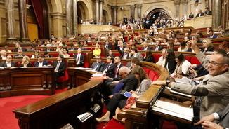 El Parlament insta el govern a acusar CDC en el cas Palau amb JxSí dividit