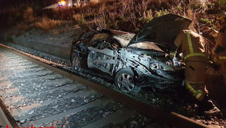 El cotxe va caure d'un terraplè de sis metres