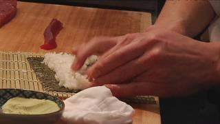 Lorenzo aprèn a fer sushi amb el xef Hideki