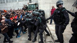 Actuació policial en el referèndum de l'1-O a Sant Julià de Ramis (ACN)