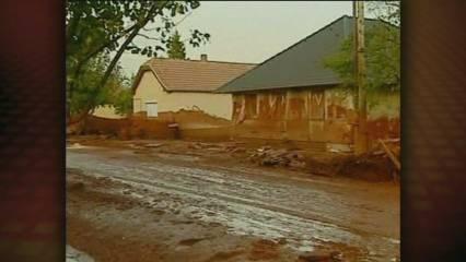 Hongria lluita contra el fang tòxic