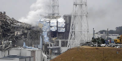 Danys a la central nuclear de Fukushima en una imatge difosa per la central (Foto: EFE)