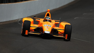 Fernando Alonso rodant a Indianapolis (Reuters)