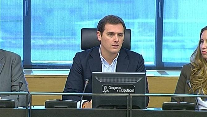 Cs es queda sol proposant eliminar el català com a requisit per ser funcionari