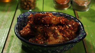 Ales de pollastre amb salsa barbacoa