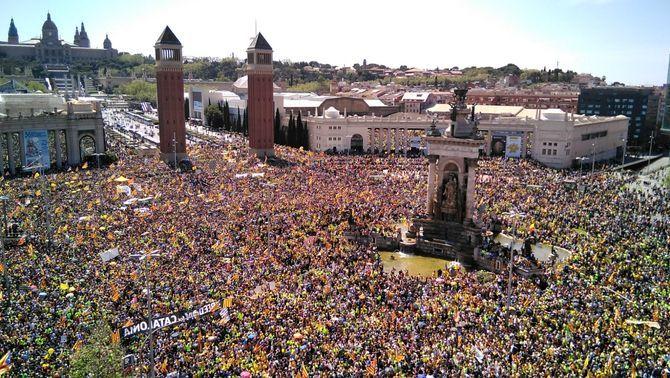 Centenars de milers de persones omplen el Paral·lel per la llibertat dels presos