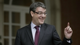 """El ministre d'Energia confia que el 2018 la llum baixarà perquè la meteorologia serà """"normal"""""""