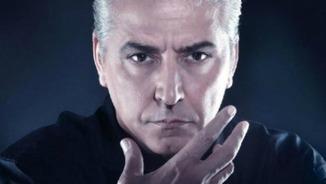 Anthony Blake fa un truc de màgia a Oriol Junqueras