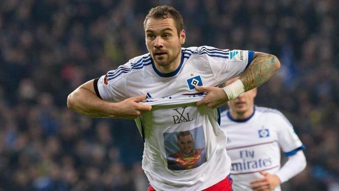 Pierre-Michel Lasogga, de l'Hamburg, celebra el primer gol de la nit (EFE)