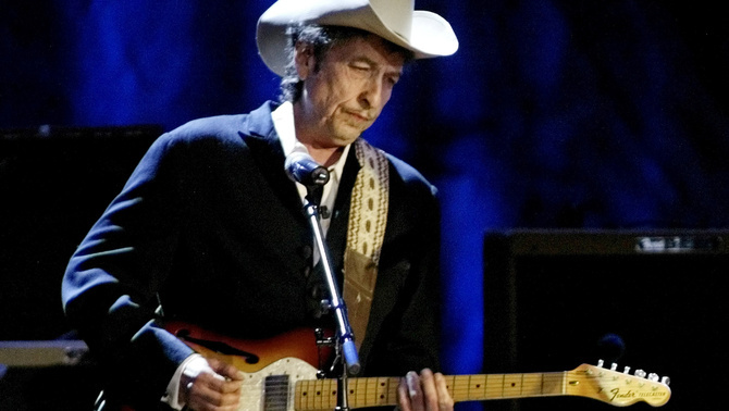 Dylan, durant un concert a Los Angeles l'any 2004 (Reuters)