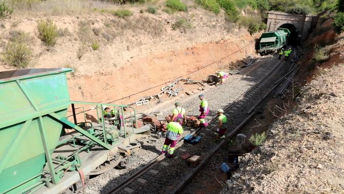 Els combois tornaran a circular aquest dilluns per l'R15 després del descarrilament d'un tren de mercaderies al Priorat