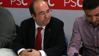Miquel Iceta, durant una reunió amb representants dels treballadors de l'Aeroport del Prat (ACN)
