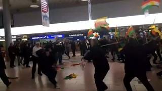 Batalla campal entre turcs i kurds a l'aeroport de Hannover