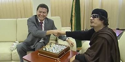 Gaddafi continua desaparegut tot i que hauria enviat un missatge dient que és a Trípoli