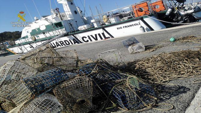 La Guàrdia Civil comissa 30 gàbies de pesca a Cambrils