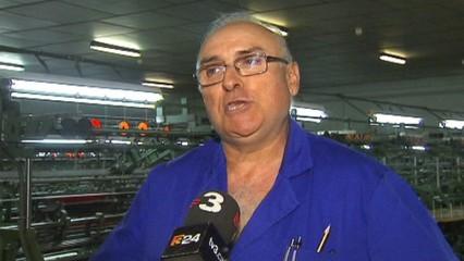 """La cooperativa John Fil de l'Espluga Calba ha decidit donar un nou impuls a la fàbrica de gèneres de punt. Ha creat una nova marca&#x3B; STJOR i ha """"fitxat"""" el periodista i presentador de TV3 Òscar Dalmau"""