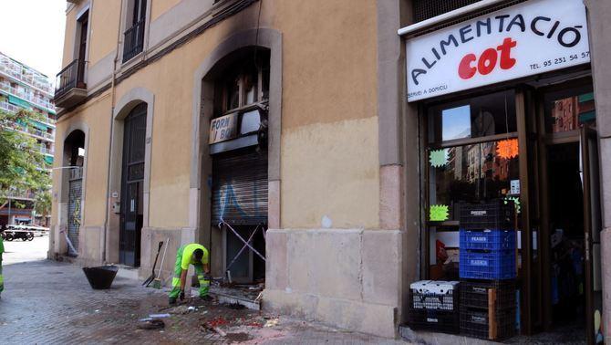 Una vintena de ferits en l'incendi en un forn del carrer Marina de Barcelona