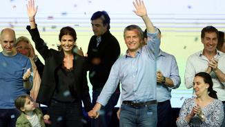 El president Macri i la seva dona saluden els seguidors en saber els resultats