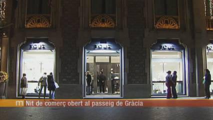 Nit de comerç al passeig de Gràcia de Barcelona