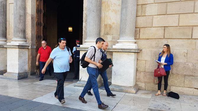Els agents de la Guàrdia Civil sortint del Palau de la Generalitat aquest dijous