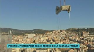 Posen el primer dels quatre ponts que connectaran les torres dels evangelistes de la Sagrada Família
